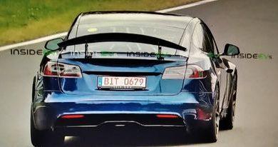 Photo of Iznenađujuće Tesla Model S plaid sa veoma velikim aktivnim spojlerom